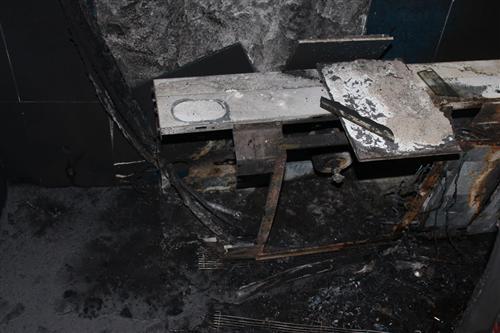 海尔空调内机半夜无故起火