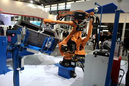 其中焊接机器人sr18l8,专为焊接设计,工作空间可以达到1916mm,特别