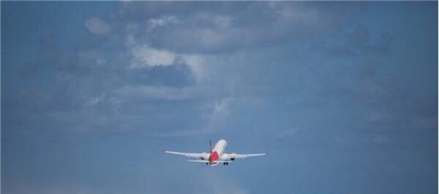 与海南航空公司各有一架飞机从海南海口美兰机场起飞