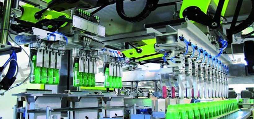 包装机器人与传统的机械式码垛机相比,可以适用于各种膜、袋装、罐装、瓶装等各种形状的包装成品,优势明显。企业通过使用星探包装机器人,不仅还节省了人工成本、减少了机械包装机的能耗成本,而且还提高了包装、码垛以及膜工作的生产效率,提高了企业的效益。