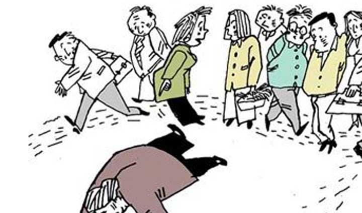 中国人的冷漠来自于生态环境的恶化! -------对河南驻马店女子过马路被二次碾压致死路人无一上前施救的感慨! 汪华斌 昨天到某单位去,遇到认识的几个年轻人;她们说现在到处是谈论中国人冷漠的文章与评论,主要就是针对河南驻马店解放路与学院路交叉路口发生一起交通事故的视频而发出的。视频中疑似一名身穿浅色上衣的年轻女子在夜间走斑马线过马路,低头时左侧一辆疑似出租车的小车将其撞倒并径直离开现场。年轻女子被撞后躺在地上没有起身,但从视频可以看到她抬起头试图起来。大约1分钟后,同一方向的另一辆SUV驶过并直接从她身