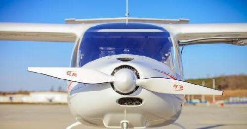 截至目前,辽宁通用航空研究院自主研发的中国首款新能源锐翔电动飞机