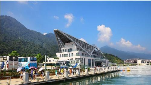 风景区管委会主任于先葵介绍,庐山西海游客服务中心的开放,将作为司马
