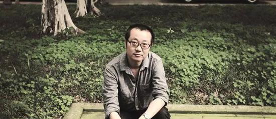 他的青少年岁月波澜不惊,如同千万中国孩子那样,总是要为生存而活着的。